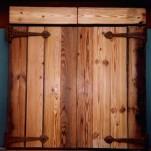Rustic_doors_lrg_082801