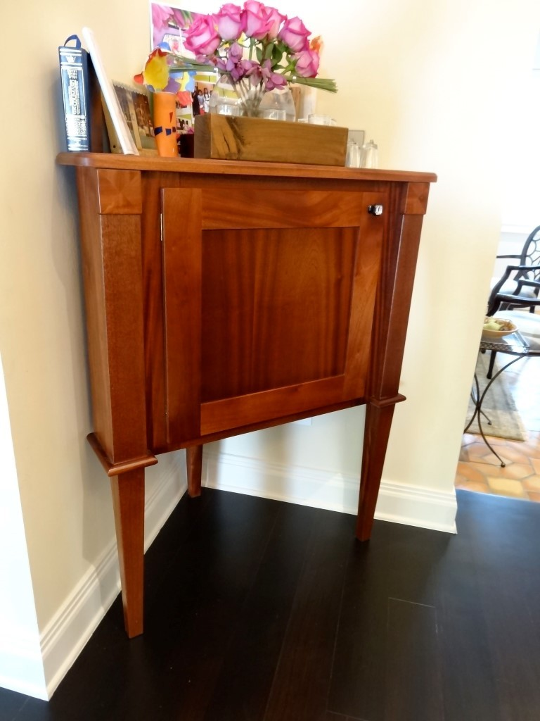 Mahogany-cabinet-fit-in-corner